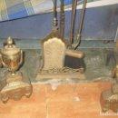 Antigüedades: ELEGANTES MORILLOS ANTIGUOS BRONCE JUEGO COMPLETO DE CHIMENEA. Lote 165837358