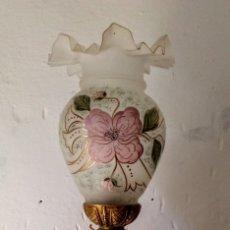 Antigüedades: LÁMPARA O QUINQUÉ ANTIGUO DE BRONCE Y CERÁMICA. Lote 151016834
