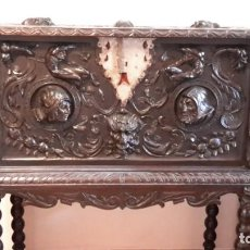 Antigüedades: BARGUEÑO DE MADERA TALLADA. Lote 165848022