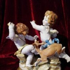 Antigüedades: GRUPO LA GACELA PORCELANA ALGORA CON PEANA ORO FINO. Lote 165893482