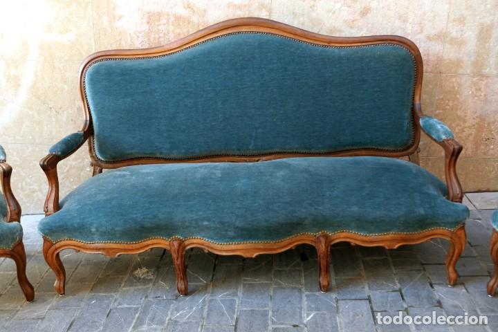 Antigüedades: Precioso conjunto de tresillo 2 butacas y 2 sillas. Totalmente restauradas, terciopelo azul - Foto 4 - 165895414