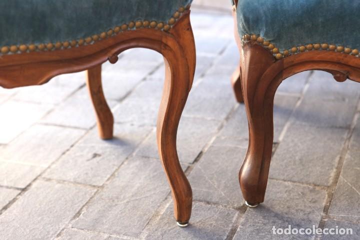 Antigüedades: Precioso conjunto de tresillo 2 butacas y 2 sillas. Totalmente restauradas, terciopelo azul - Foto 7 - 165895414