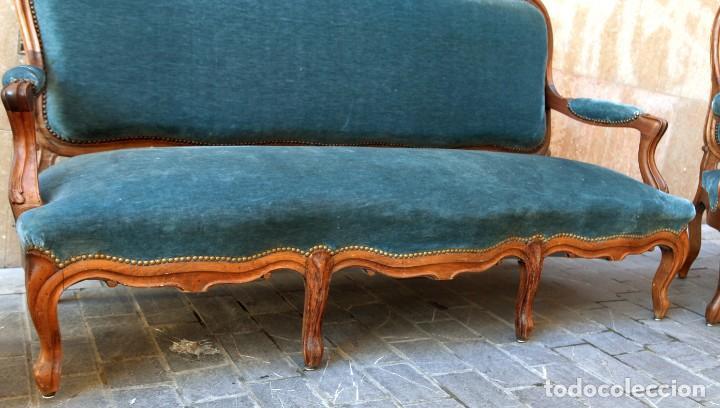 Antigüedades: Precioso conjunto de tresillo 2 butacas y 2 sillas. Totalmente restauradas, terciopelo azul - Foto 8 - 165895414