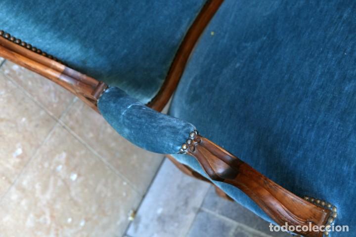 Antigüedades: Precioso conjunto de tresillo 2 butacas y 2 sillas. Totalmente restauradas, terciopelo azul - Foto 9 - 165895414