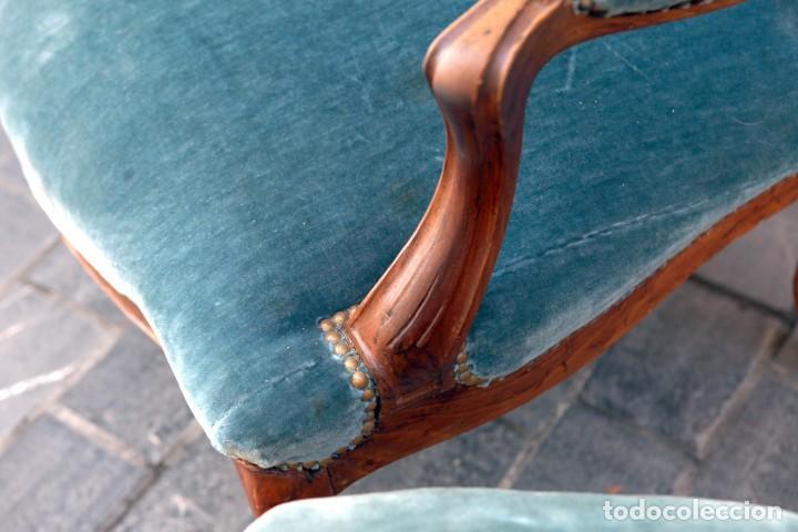 Antigüedades: Precioso conjunto de tresillo 2 butacas y 2 sillas. Totalmente restauradas, terciopelo azul - Foto 10 - 165895414