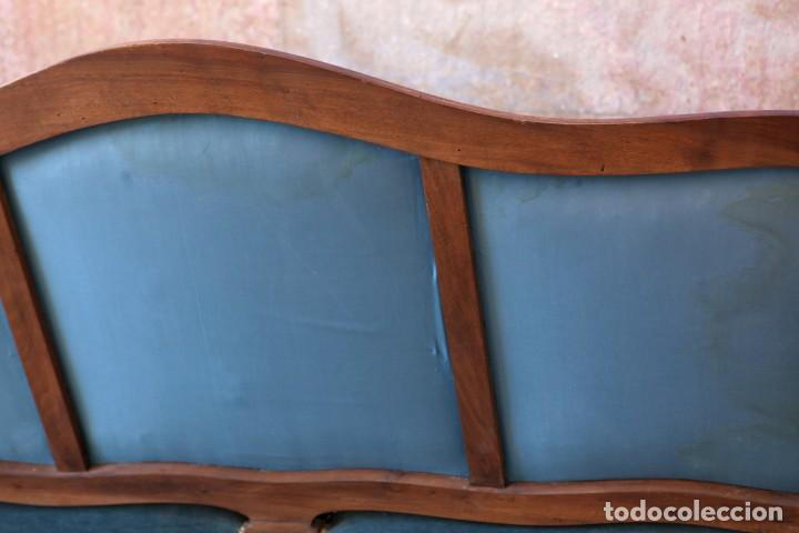 Antigüedades: Precioso conjunto de tresillo 2 butacas y 2 sillas. Totalmente restauradas, terciopelo azul - Foto 12 - 165895414
