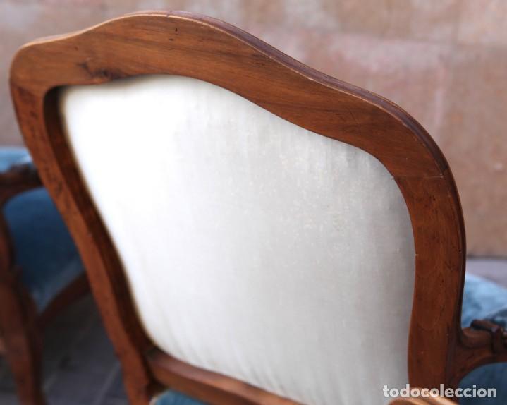 Antigüedades: Precioso conjunto de tresillo 2 butacas y 2 sillas. Totalmente restauradas, terciopelo azul - Foto 13 - 165895414