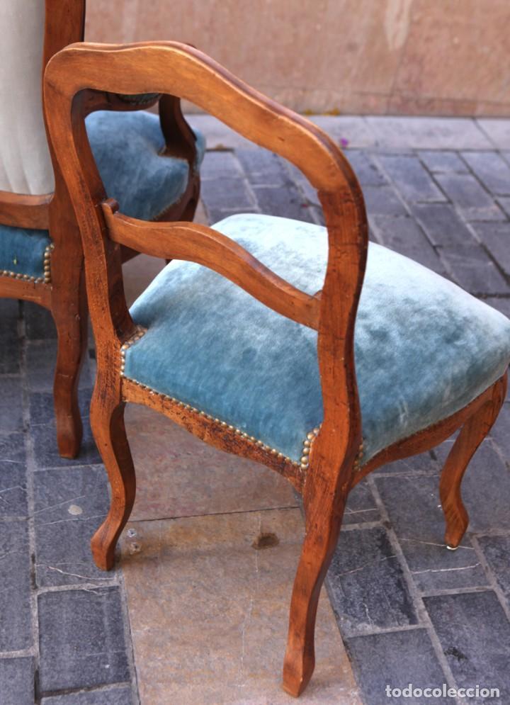 Antigüedades: Precioso conjunto de tresillo 2 butacas y 2 sillas. Totalmente restauradas, terciopelo azul - Foto 14 - 165895414