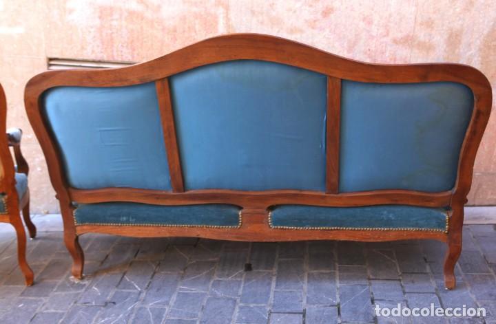 Antigüedades: Precioso conjunto de tresillo 2 butacas y 2 sillas. Totalmente restauradas, terciopelo azul - Foto 15 - 165895414