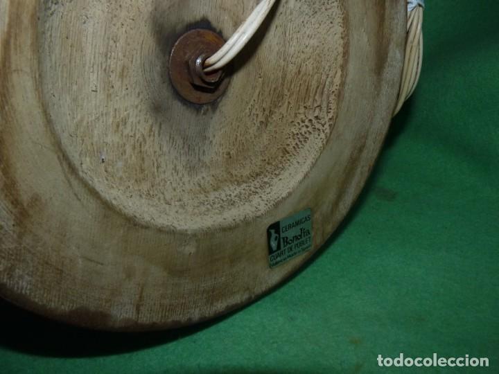 Antigüedades: Preciosa lampara antigua ceramica Bondia Manises vflores blanca peana madera dorada vintage años 60 - Foto 11 - 165896142