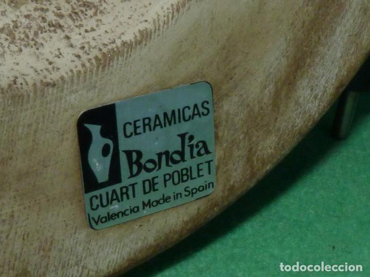 Antigüedades: Preciosa lampara antigua ceramica Bondia Manises vflores blanca peana madera dorada vintage años 60 - Foto 12 - 165896142