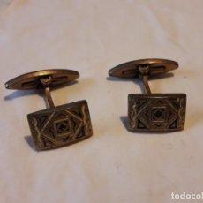 Antigüedades: BELLOS ANTIGUOS GEMELOS ORO DAMASQUINADO TOLEDO. Lote 165904986