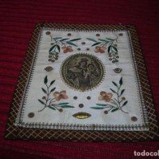 Antigüedades: PRECIOSO ESCAPULARIO BORDADO A MANO .VIRGEN DEL CARMEN.MUY ANTIGUO.. Lote 165948990