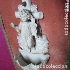 Antigüedades: BENDITERA DE PORCELANA BISCUIT MUY ANTIGUA. Lote 165952290
