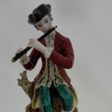 Antigüedades: PORCELANA, MUSICO TOCANDO LA FLAUTA, MEDIDAS 20 X 10 X 12 CM. Lote 165978302