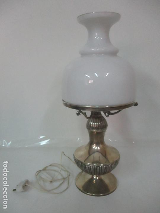 Antigüedades: Preciosa Lámpara Sobremesa, Quinque - Pie en Plata de Ley, con Contrastes -Tulipa Cristal Opalina - Foto 28 - 165984446