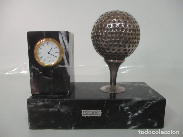 Antigüedades: Decorativo Reloj - con Bola de Golf en Plata de Ley, con Contrastes - Peana de Mármol - Foto 7 - 166013058