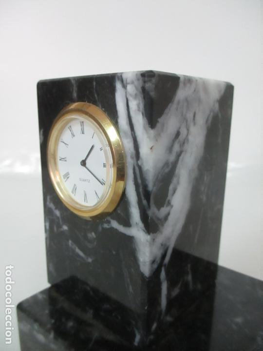 Antigüedades: Decorativo Reloj - con Bola de Golf en Plata de Ley, con Contrastes - Peana de Mármol - Foto 13 - 166013058