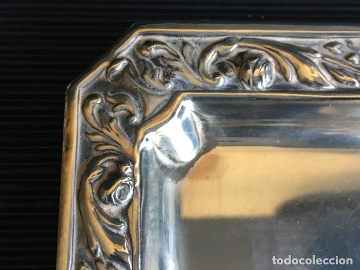 Antigüedades: PRECIOSA BANDEJA DE METAL REPUJADO, PLATEADA - Foto 4 - 166094642