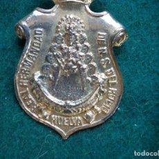 Antigüedades: MEDALLA ANTIGUA CON CORDON REAL HERMANDAD NUESTRA SEÑORA DEL ROCIO HUELVA . Lote 166099982