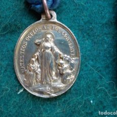 Antigüedades: MEDALLA ANTIGUA CON CORDON ASOCIACIÓN HIJAS DE MARIA BARCELONA . Lote 166106030