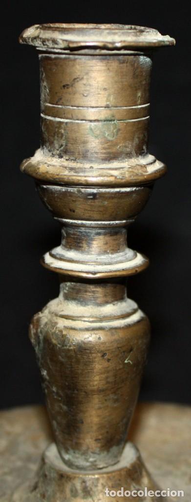 Antigüedades: CANDELERO DE SOBREMESA EN BRONCE DEL SIGLO XVIII - Foto 2 - 166119502