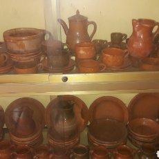 Antigüedades: INDALECIO BONXE LUGO GRAN VAJILLA ÚNICA COMPLETA BARRO ALFARERÍA POPULAR GALLEGA AÑOS 50. Lote 166124885