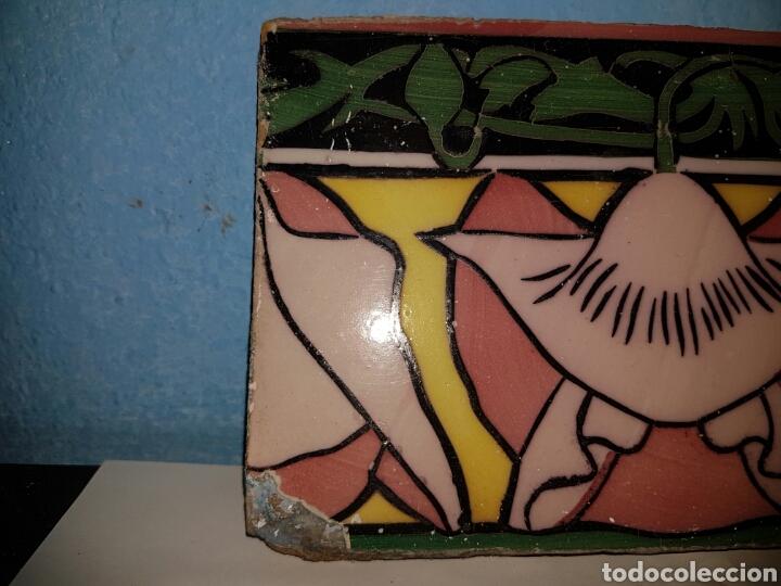 Antigüedades: ANTIGUO AZULEJO CON MOTIVO FLORAL - Foto 2 - 166131601