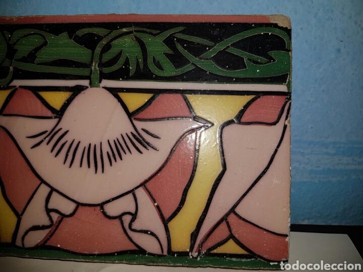 Antigüedades: ANTIGUO AZULEJO CON MOTIVO FLORAL - Foto 3 - 166131601