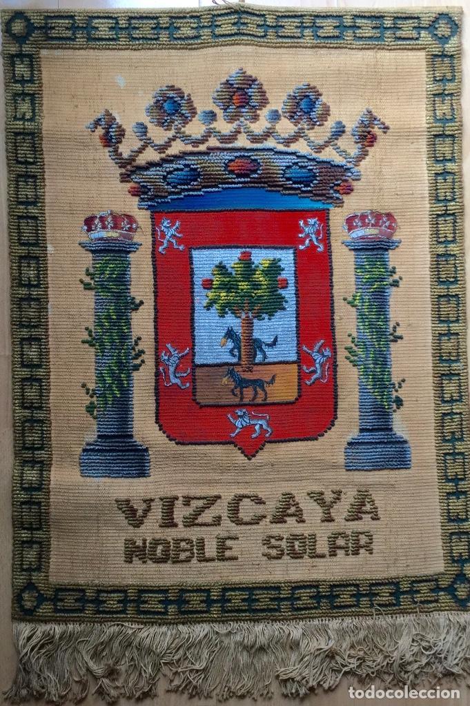REPOSTERO TAPIZ TAPICES ELECCIÓN VIZCAYA (80X68CM) (Antigüedades - Hogar y Decoración - Tapices Antiguos)