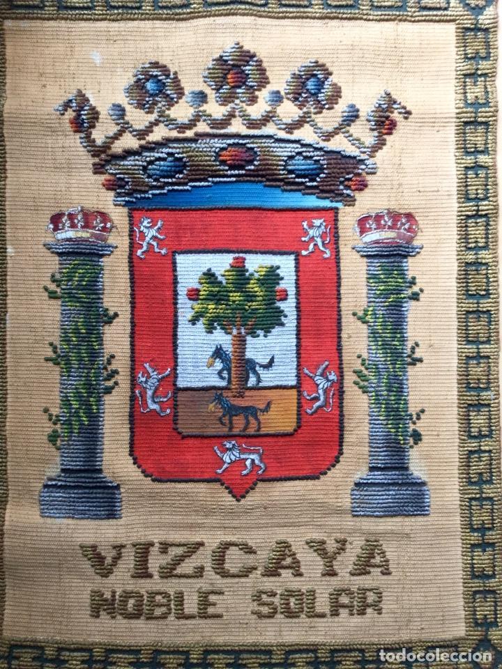 Antigüedades: REPOSTERO TAPIZ TAPICES ELECCIÓN VIZCAYA (80x68cm) - Foto 2 - 166141214