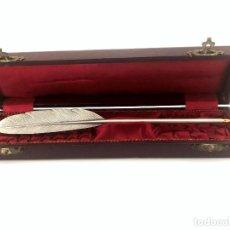 Antigüedades: PLUMA DE ESCRIBANO EN PLATA DE LEY - ESTUCHE ORIGINAL - MEDIADOS DEL S. XX. Lote 166157554