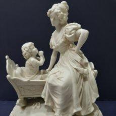 Antigüedades: SENSACIONAL BISCUIT BLANCO ANTIGUO, MARCAS AL DORSO Y NUMERADO.. Lote 166269190