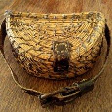 Antigüedades: CAJA PARA PERDIGONES. REALIZADA DE MANERA ARTESANAL. AÑOS 1940. Lote 166271090
