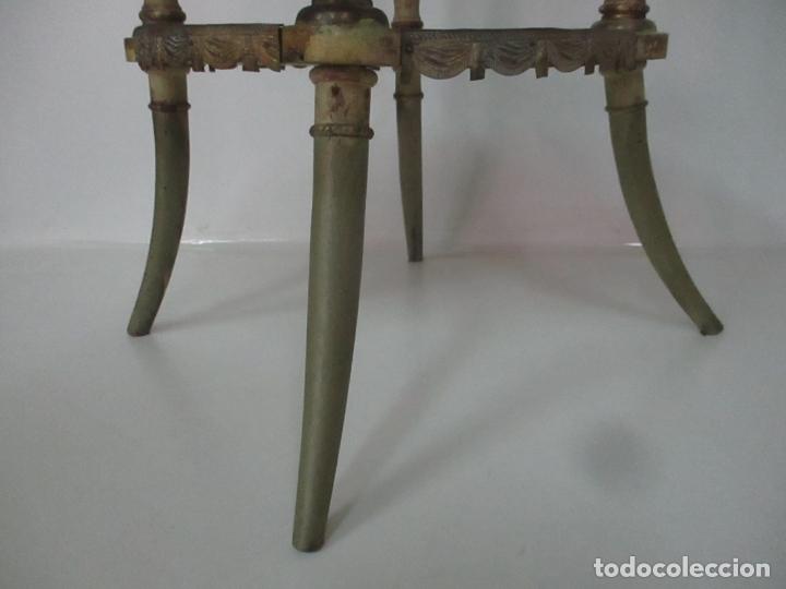 Antigüedades: Curiosa Mesa de Centro - Art Deco - Madera Policromada - Decoraciones en Bronce - Años 20 - Foto 3 - 166301922