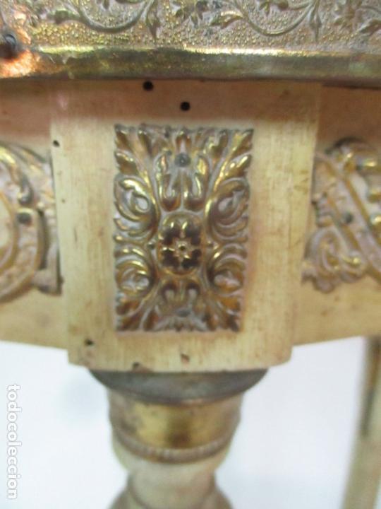 Antigüedades: Curiosa Mesa de Centro - Art Deco - Madera Policromada - Decoraciones en Bronce - Años 20 - Foto 10 - 166301922