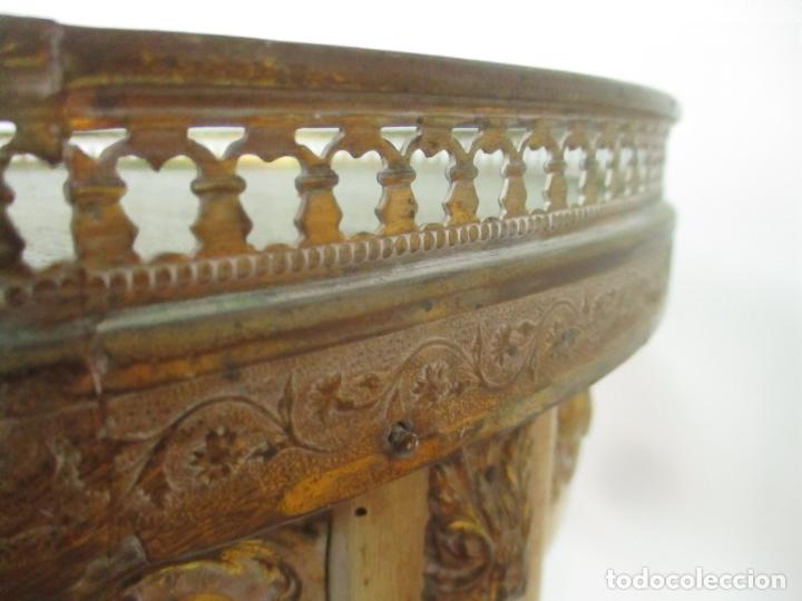 Antigüedades: Curiosa Mesa de Centro - Art Deco - Madera Policromada - Decoraciones en Bronce - Años 20 - Foto 12 - 166301922