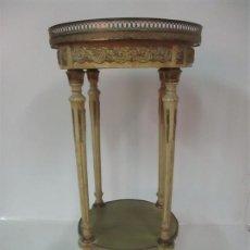 Antigüedades: CURIOSA MESA DE CENTRO - ART DECO - MADERA POLICROMADA - DECORACIONES EN BRONCE - AÑOS 20. Lote 166301922