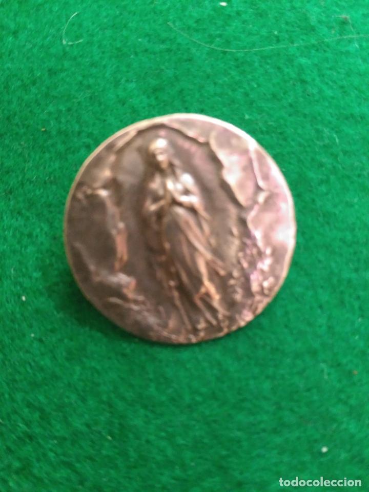 ANTIGUO BROCHE EN PLATA DE LEY VIRGEN MARIA DIAMETRO 2,2 CM (Antigüedades - Religiosas - Orfebrería Antigua)