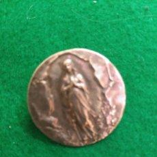 Antigüedades: ANTIGUO BROCHE EN PLATA DE LEY VIRGEN MARIA DIAMETRO 2,2 CM . Lote 166305710