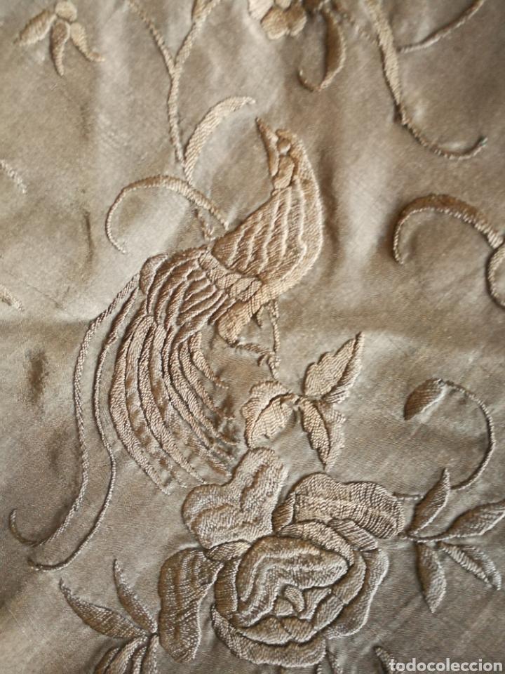 Antigüedades: ANTIGUO MANTÓN DE MANILA BORDADO A MANO SEDA SOBRE SEDA TODO NEGRO - Foto 5 - 166312465