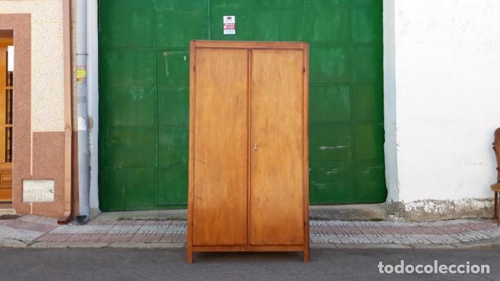 Antigüedades: Pequeño armario ropero antiguo vintage estilo industrial. - Foto 2 - 166323638