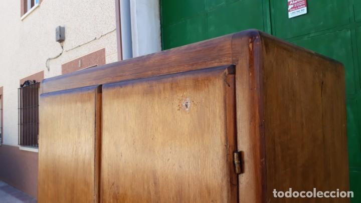Antigüedades: Pequeño armario ropero antiguo vintage estilo industrial. - Foto 3 - 166323638