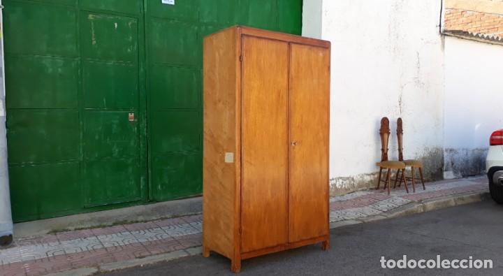Antigüedades: Pequeño armario ropero antiguo vintage estilo industrial. - Foto 5 - 166323638