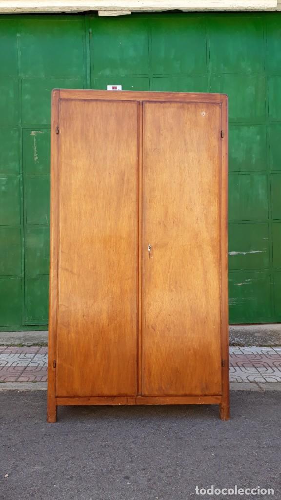 Antigüedades: Pequeño armario ropero antiguo vintage estilo industrial. - Foto 6 - 166323638