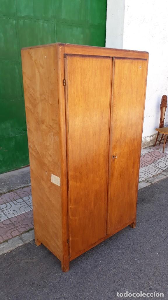 Antigüedades: Pequeño armario ropero antiguo vintage estilo industrial. - Foto 7 - 166323638