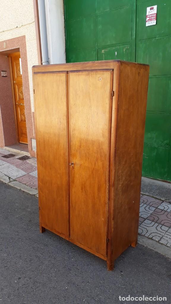 Antigüedades: Pequeño armario ropero antiguo vintage estilo industrial. - Foto 8 - 166323638