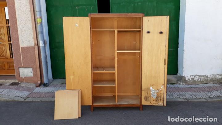 Antigüedades: Pequeño armario ropero antiguo vintage estilo industrial. - Foto 9 - 166323638