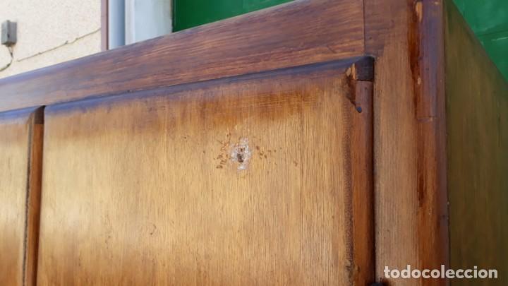 Antigüedades: Pequeño armario ropero antiguo vintage estilo industrial. - Foto 13 - 166323638