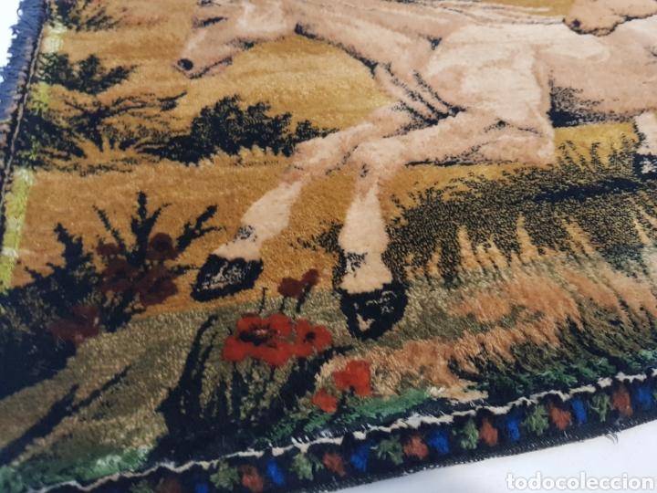 Antigüedades: ANTIGUO TAPIZ DE CABALLOS / MEDIDAS 100 x 50 cm - Foto 3 - 166323789